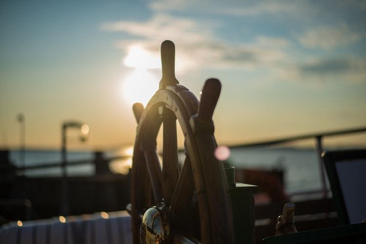 convoyage bateau avec skipper professionnel pendant le confinement par entreprise agréée de travail maritime