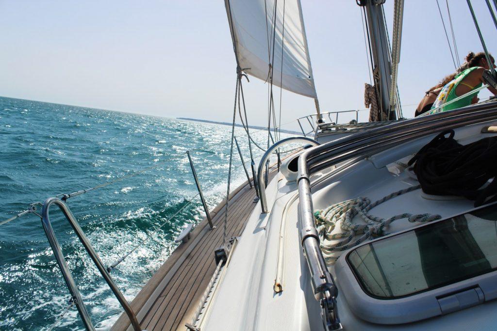 naviguez en toute tranquilite avec un skipper professionnel azur skippers